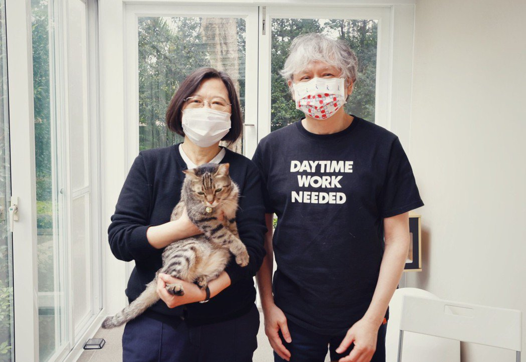 蔡英文總統(左)在官邸與奈良美智見面並共進早餐。圖/取自蔡英文臉書