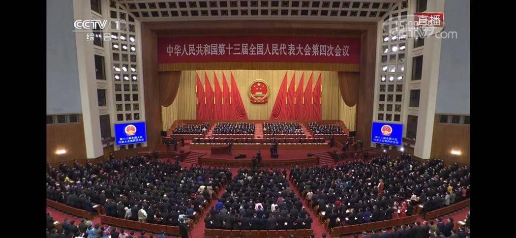 大陸第十三屆全國人民代表大會四次會議舉行第二次全體會議。圖/央視新圖截圖