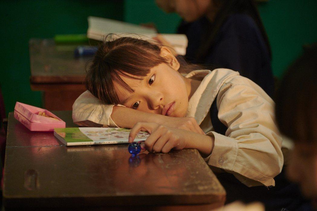 「天橋上的魔術師」童星林潔宜演出痛失姊妹戲碼,惹哭觀眾。圖/公視提供