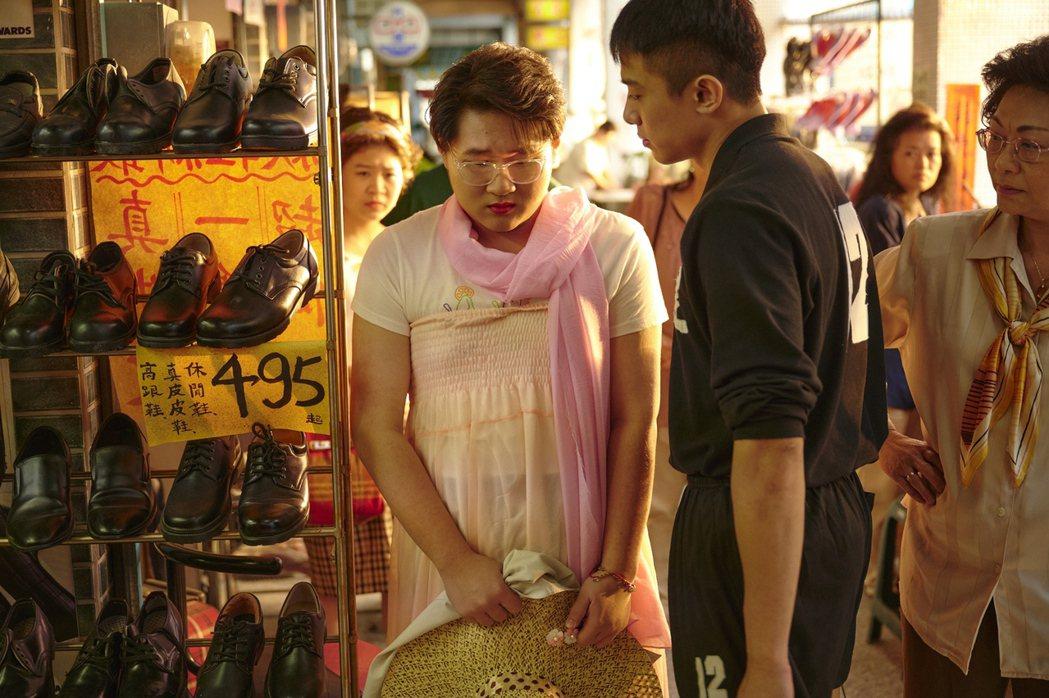 鄭豐毅(左)飾演的小八讓人想起「玫瑰少年」。圖/公視提供