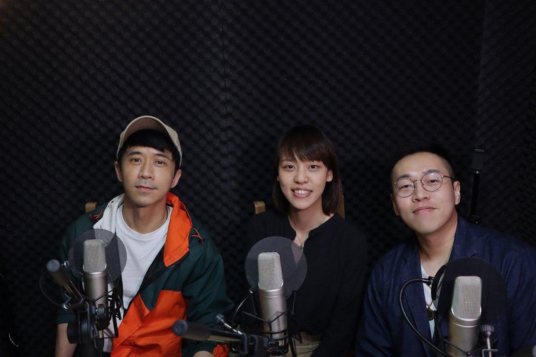 光良(左)應邀上Podcast節目「童話裡都是騙人的」。圖/星娛音樂提供