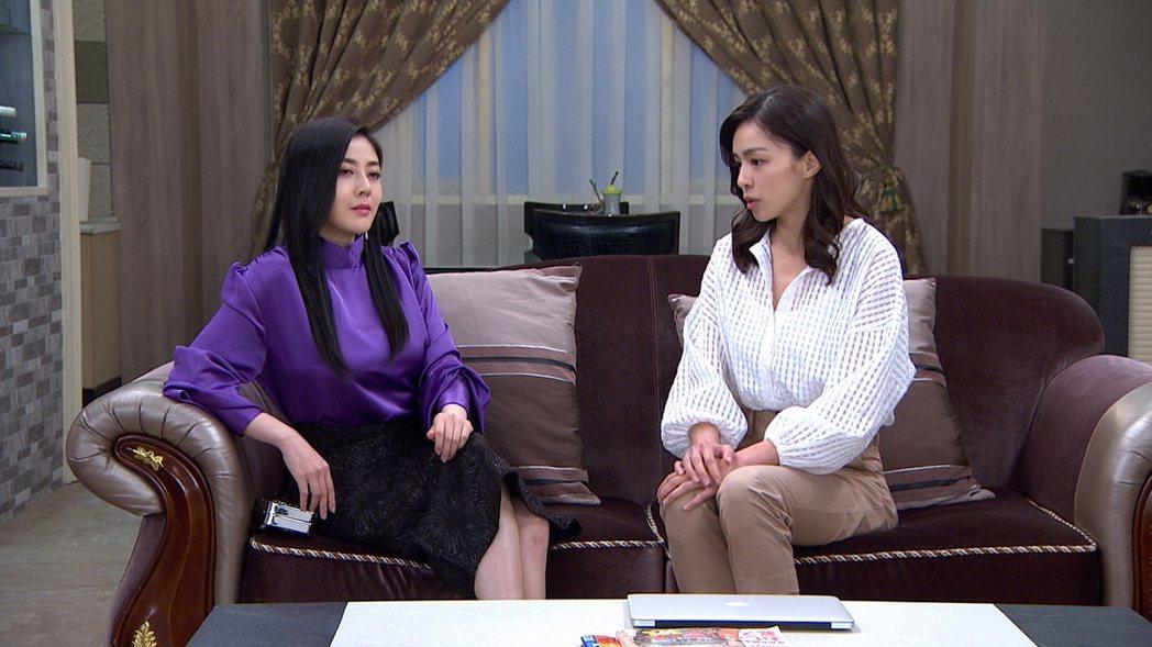 韓瑜(左)回歸「天之驕女」 ,氣勢震懾賴郁庭。圖/三立提供