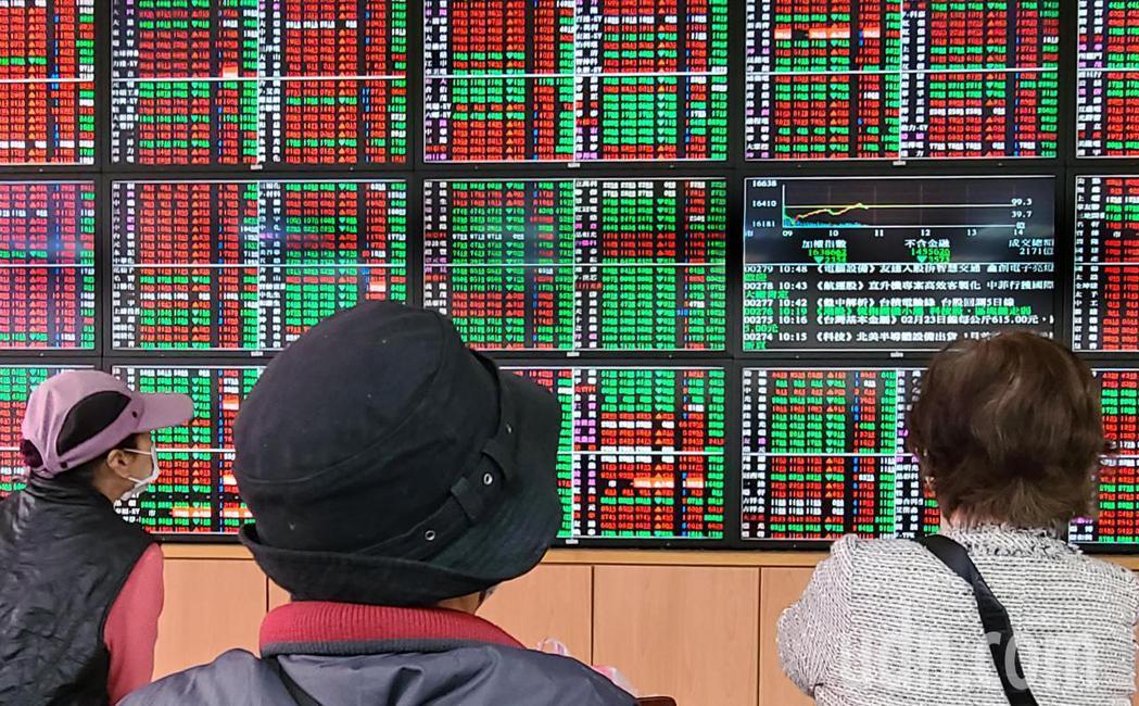 多家券商陸續公告2月營運狀況,今年來表現目前以大展證最佳,前二月每股純益0.75...