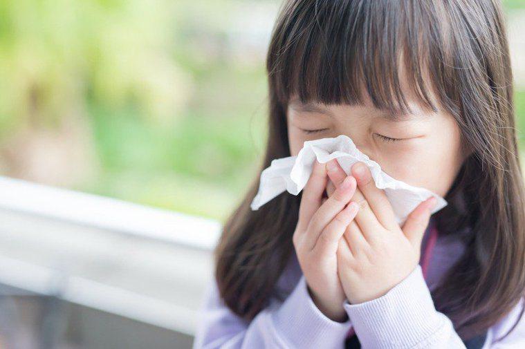 孩童長期鼻塞未癒、呼吸不順,改用「口」呼吸,經檢查,確診慢性腺樣體肥大過敏性鼻炎...