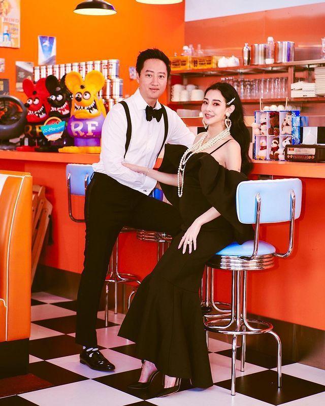 王思佳與夫婿都對要升格為雙親感到開心。圖/摘自Instagram
