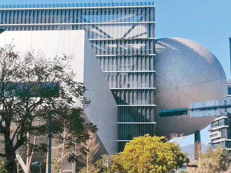 台北表演藝術中心原訂2014年竣工,卻歷經承包商倒閉、追加預算,今年才能完工。記者林麗玉/攝影
