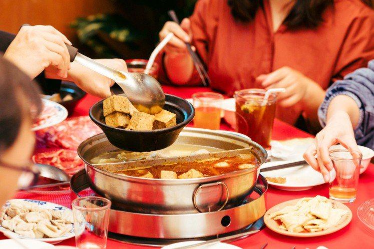 FunNow推出「火鍋節」活動,提供145間火鍋餐廳供民眾線上預定。圖/FunN...