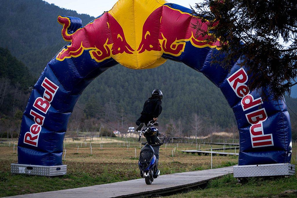 來自日本的安倍優堅持磨練摩托車特技,因緣際會到台灣,爾後愛上台灣並定居,10年來...