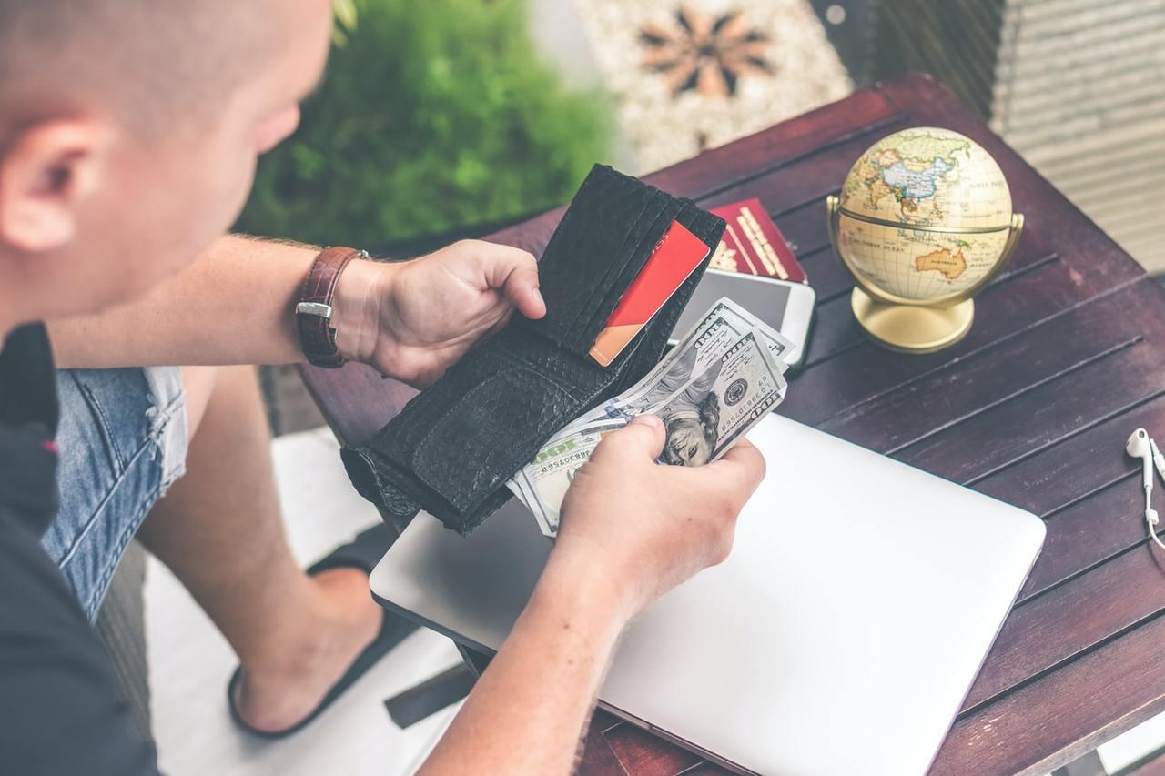 信用卡因有刷卡上限,因此大多適用於保費相對較少的險種,例如意外險的年繳保費,或是...