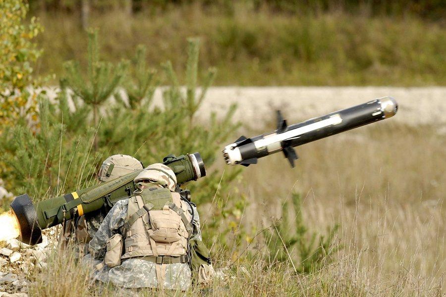 若將防衛重點放在「非對稱作戰」,標槍飛彈反裝甲飛彈等武器是國軍需加強構建的重點能力。圖為FGM-148標槍飛彈。 圖/維基共享