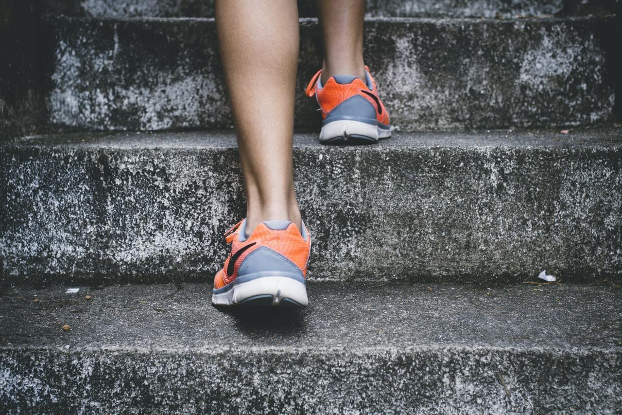 爬樓梯是一項很好的有氧運動,除了能增加體力,也能加強下半身肌肉力量 圖/unsp...