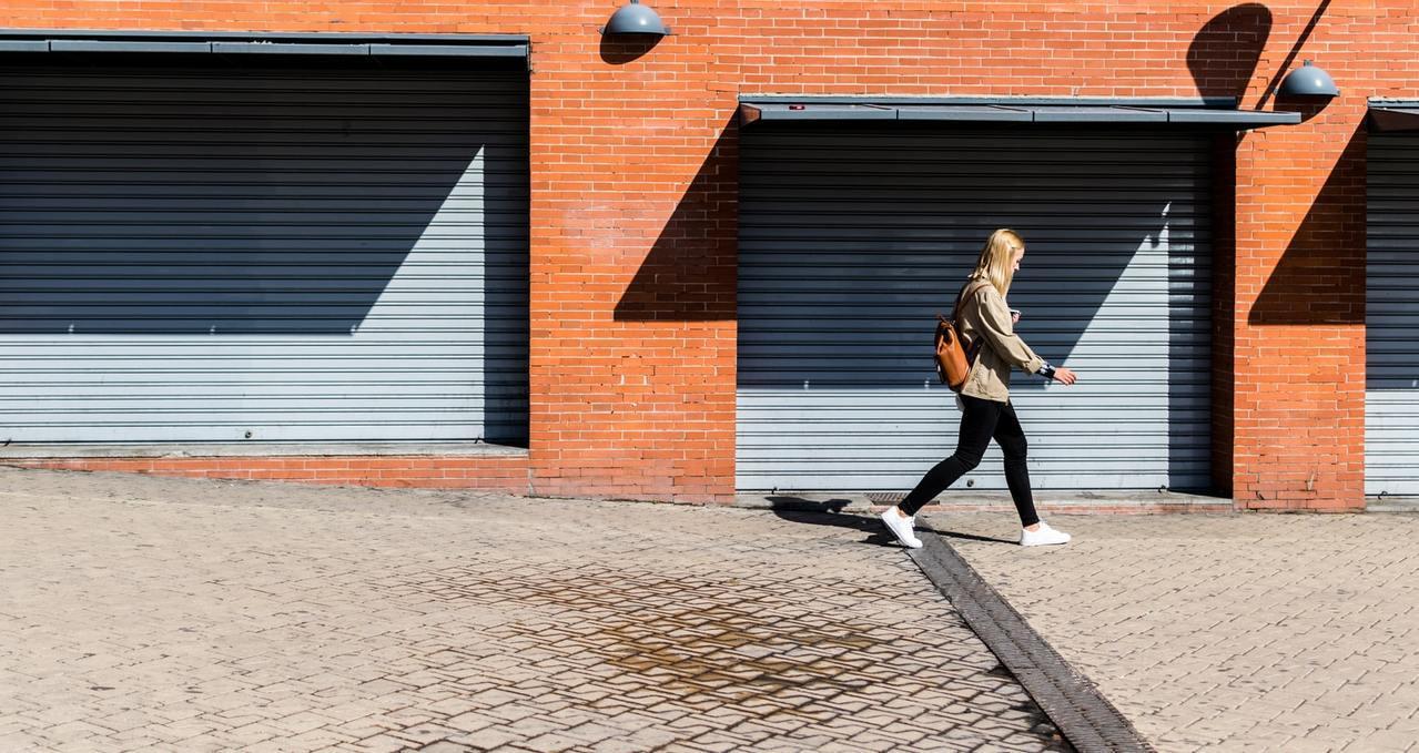 利用較沒壓力的下班時間,提早一兩個公車或捷運站下車,多一段路快走,舒壓又健康 圖...