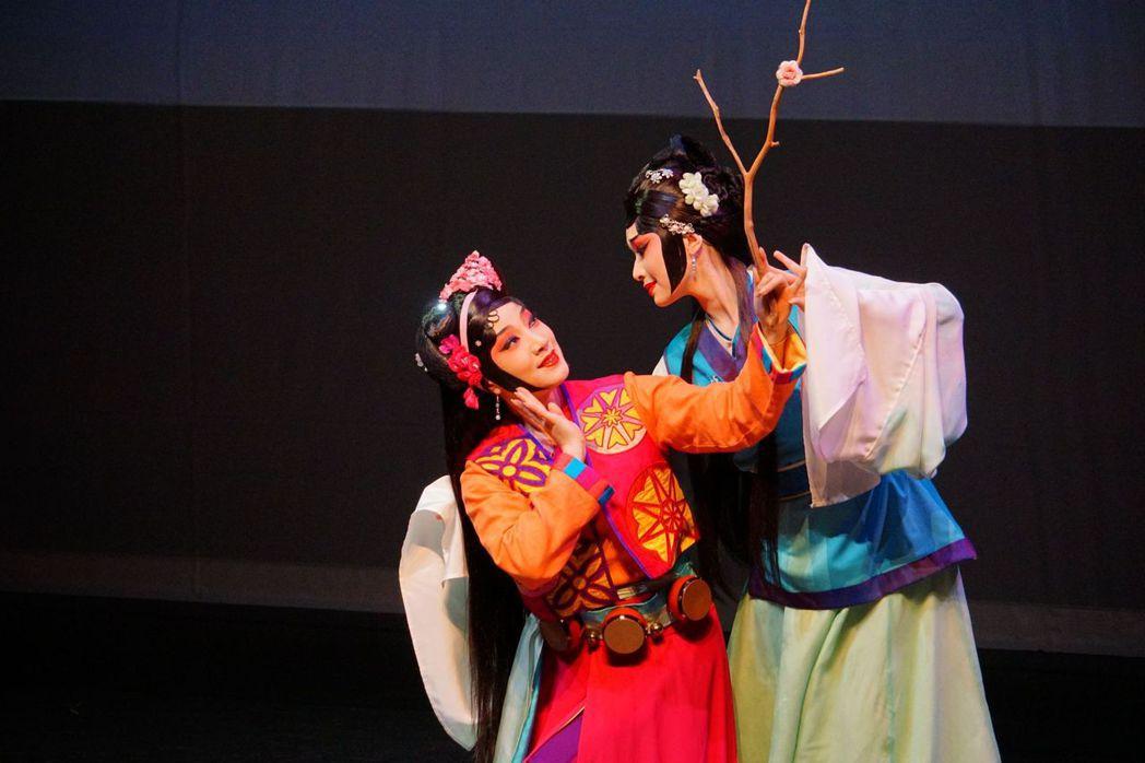 國光劇團致力於「京劇新美學」,創作了許多承載當代情感的作品,如《狐仙》。 圖/聯...