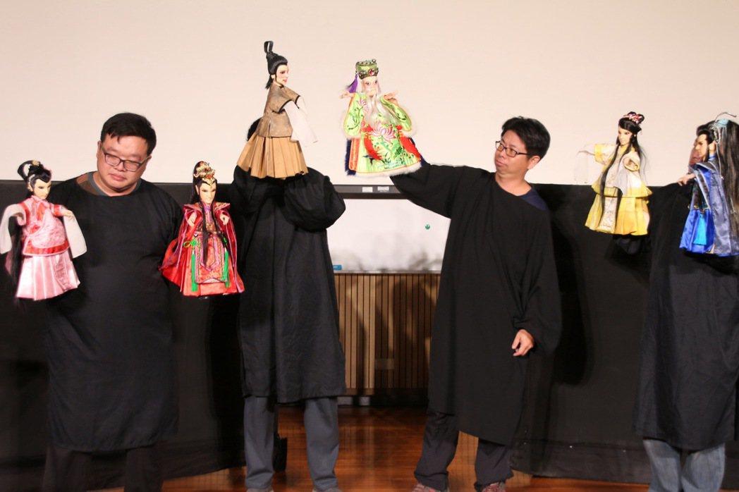 義興閣掌中劇團創作過人偶合演的《隱藏的冤家》。 圖/聯合報系資料庫