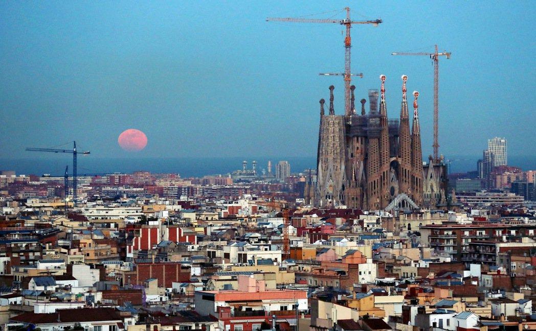 加泰隆尼亞對於西班牙而言,有著兩大戰略經濟地位,第一就是作為西班牙的外來投資(F...