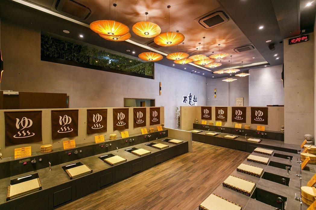 不老松館內呈現京都嵐山足湯日式禪風空間感。業者/提供