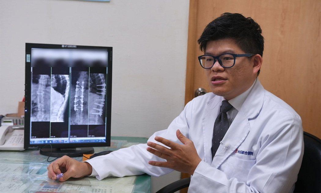 骨科醫師許芳偉表示,雷納生脊椎機械手臂不僅能降低鋼釘傷到神經的風險,也大幅縮短手...