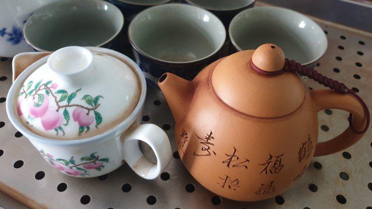 職能治療師能幫助患者找出日常生活有興趣的事物例如喝茶,進而提高復健效應。記者鄭國...
