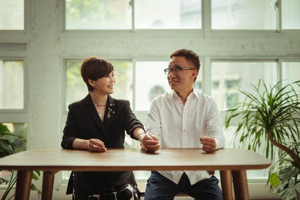 詹雅雯(左)邀請好友許常德跨刀拍攝MV。圖/葛瑞特音樂提供