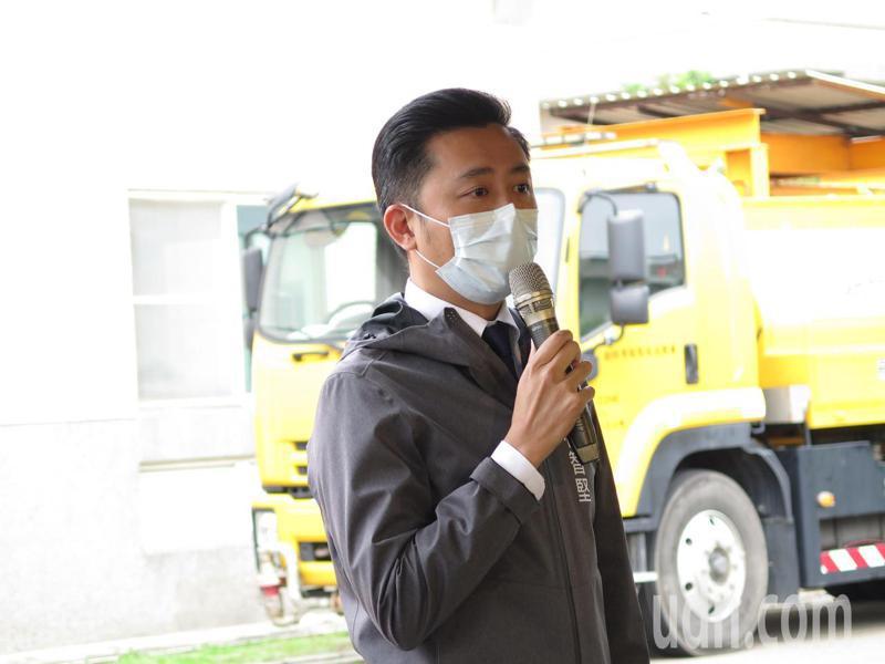 新竹市長林智堅今天說,園區最在意穩定供水與供電,抗旱跟防疫相同重要,現在最需要雨水,他很不捨中央努力被少數人扭曲,「此刻需要雨水不是口水」。記者張裕珍/攝影