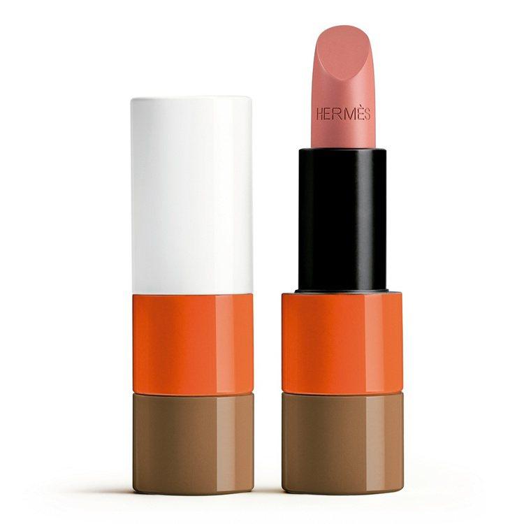 #17 BEIGE ÉBLOUI炫麗淡褐緞光唇膏,2,500元。圖/愛馬仕提供