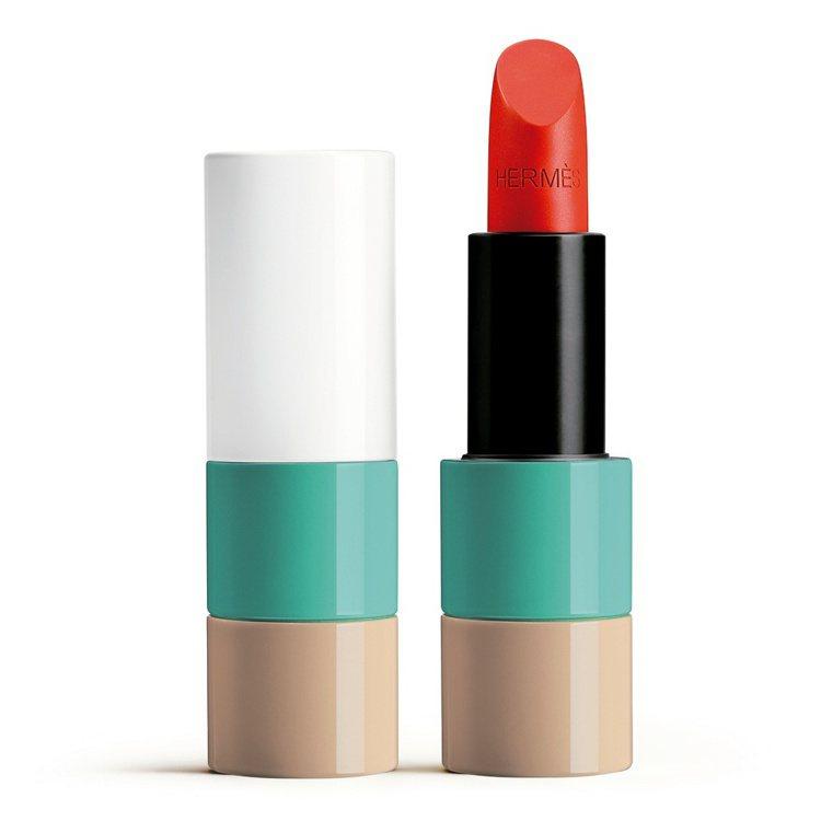 #52 CORAIL AQUA水漾珊瑚緞光唇膏,2,500元。圖/愛馬仕提供