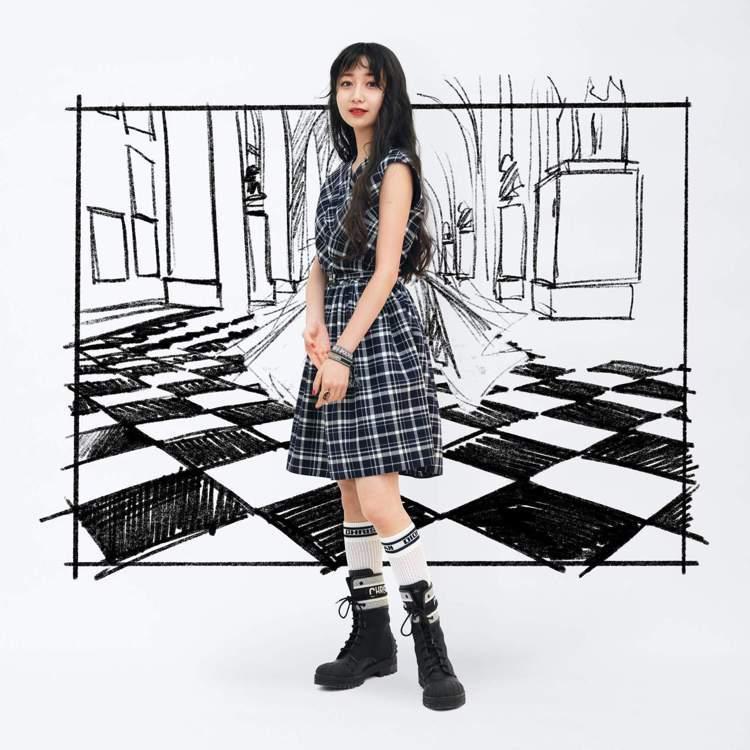 木村心美Cocomi在日本觀賞DIOR 2021秋冬大秀影片。圖/DIOR提供