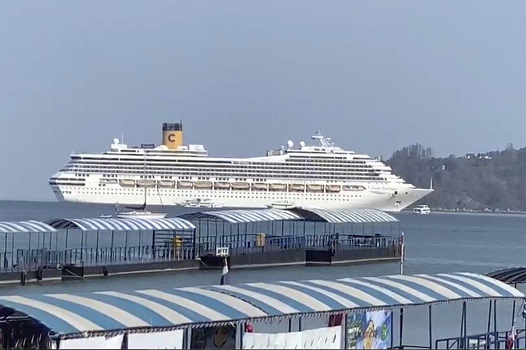 歌詩達幸運號郵輪去年3月停在普吉島附近。(美聯社)
