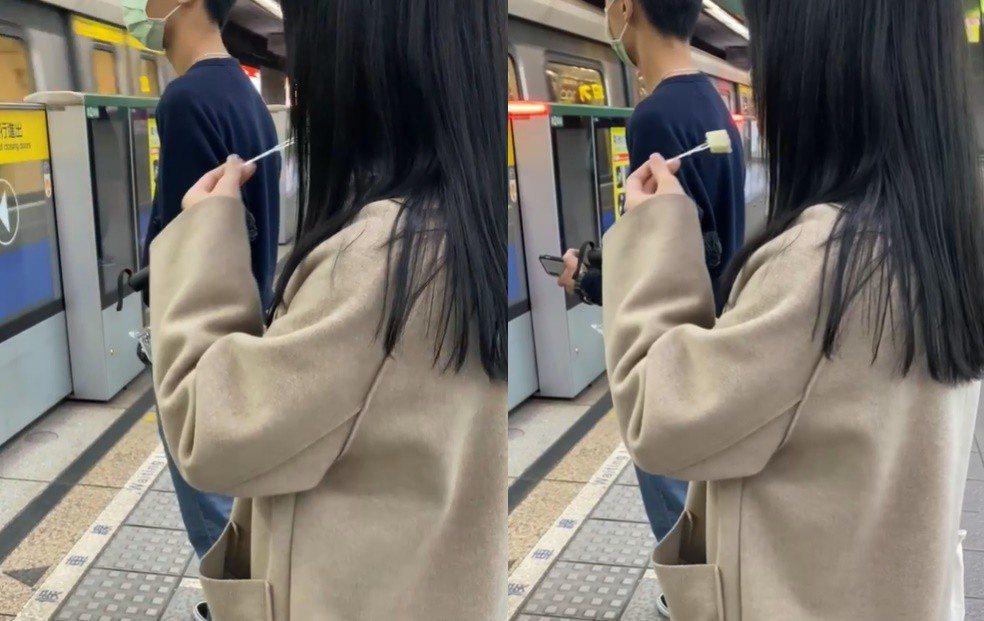 一名黑直長髮正妹在捷運月台大辣辣脫口罩、吃水果。圖/截自臉書「爆怨公社」