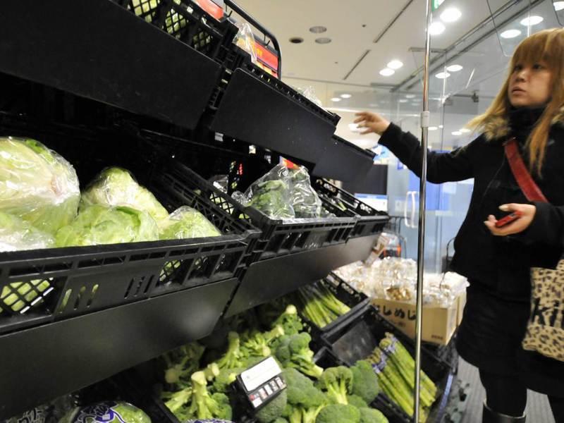 日本至今仍有8%的相關消費者擔心輻射汙染而猶豫要不要買福島的農、水產。法新社