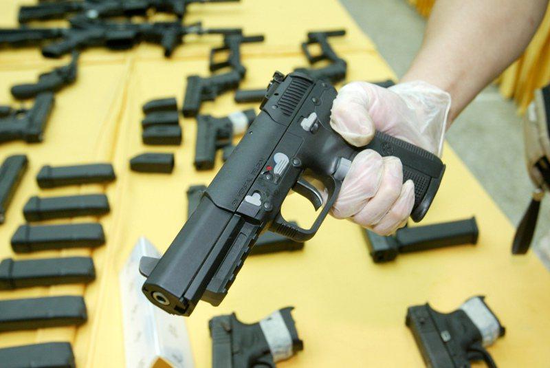 根據警政署統計六都從104年至今,子彈總查獲數最多的並非台中,圖為槍彈示意圖。圖/聯合報系資料照片