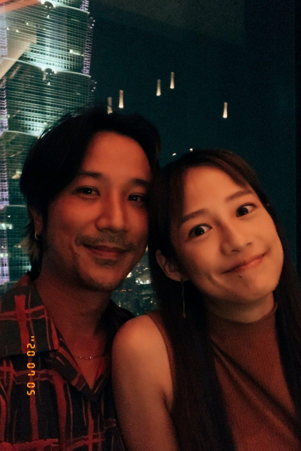 簡嫚書(右)與老公雲昌隆。圖/經紀人提供