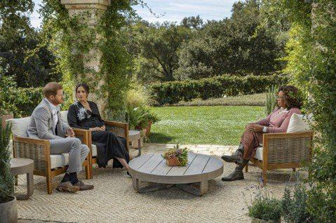 英國哈利王子與妻子梅根在歐普拉的電視專訪炮轟皇室種族歧視、撒謊抹黑,還無視梅根一度沮喪到想輕生的念頭( 自殺,不能解決難題;求助,才是最好的路。求救請打1995 ( 要救救我 ) ),引發軒然大波。...