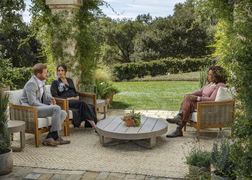 哈利(左起)、梅根接受歐普拉專訪,播出後相關風暴還沒結束。圖/路透資料照片