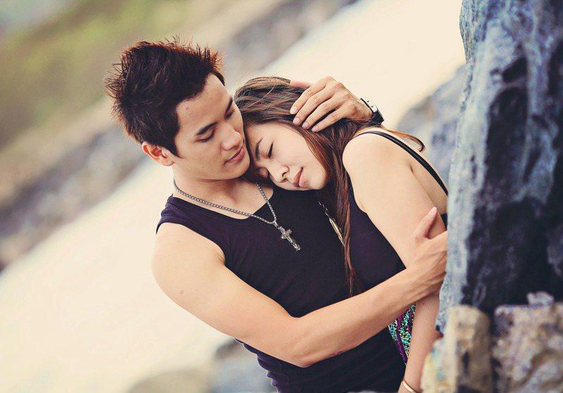 男女交往時,彼此身上的味道也是影響感情的關鍵。 圖/pixabay