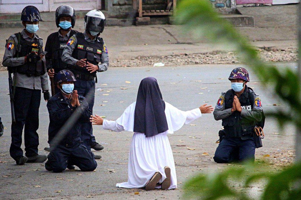 「我請求天主阻止軍警的殺意,卻只得到了『繼續開火』的回應...」緬甸的反政變全國...