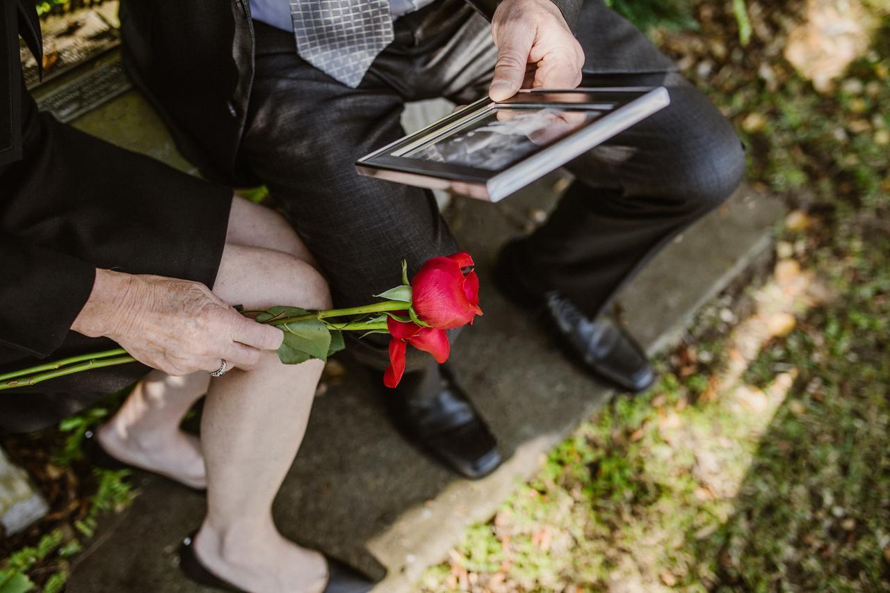 家人過世之後,會處於後事的忙亂中,很多人到喪禮結束,一切回歸平靜時才會真正感到悲...