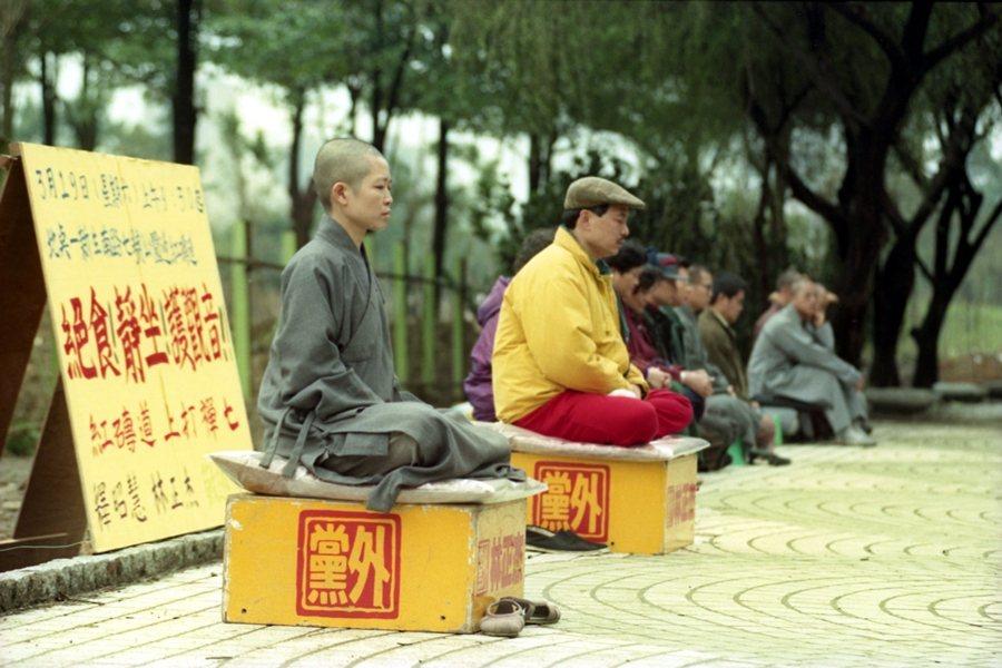 1994年,昭慧法師為台北市七號公園觀音佛像遷移問題,展開「靜坐絕食護觀音行動」。 圖/聯合報系資料照