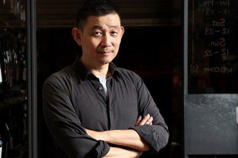 林裕森是台灣葡萄酒達人。記者余承翰/攝影   ※ 提醒您:禁止酒駕 飲酒過量有礙...