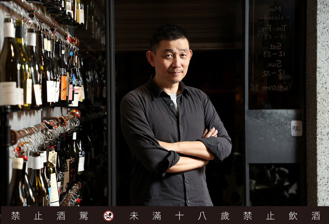 林裕森是台灣葡萄酒達人。記者余承翰/攝影 <b style=