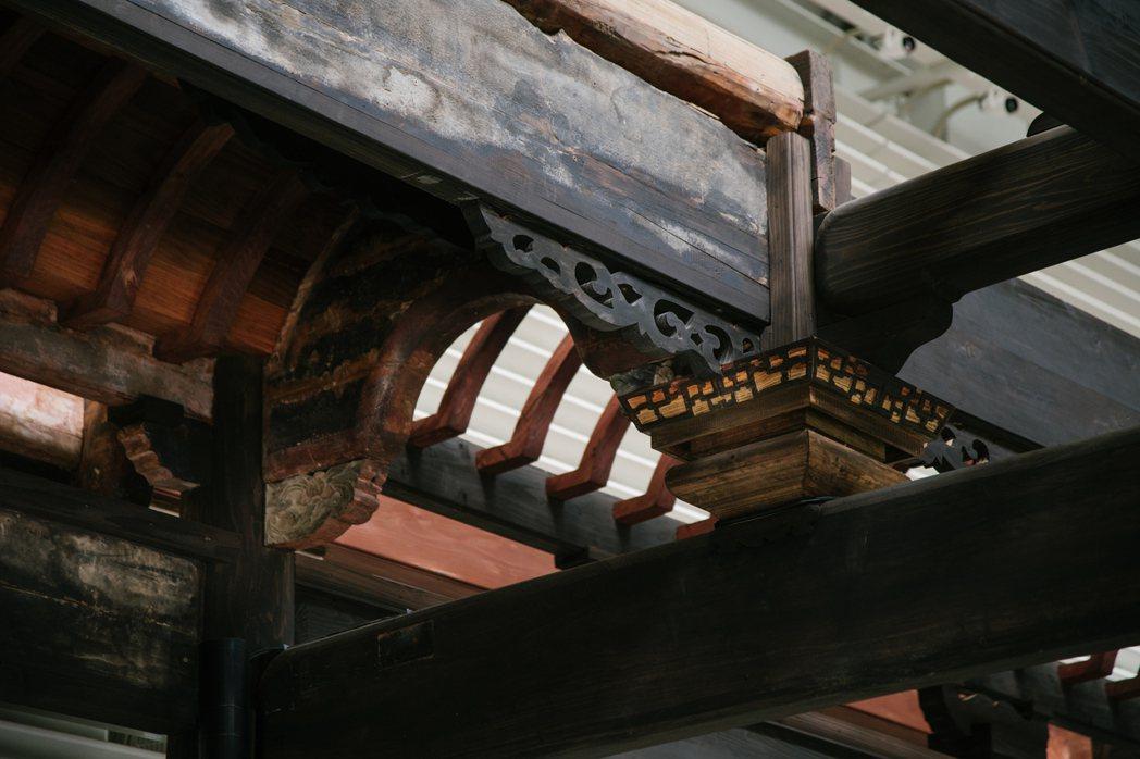 台中臺灣府儒考棚擁有百年歷史,留存原有完整的木構架。 圖/中島GLAb提供