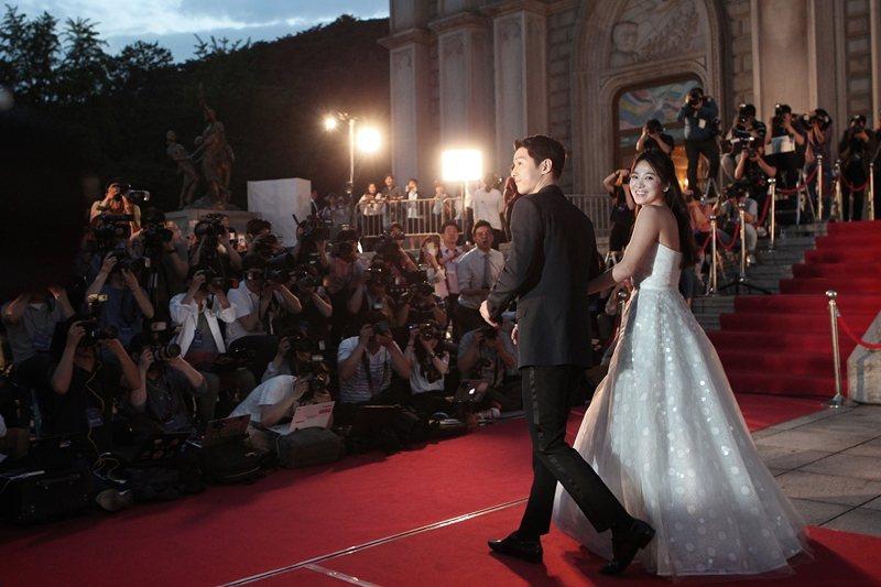 圖為2月初傳出離婚消息的韓國演員宋仲基與宋慧喬。 圖/美聯社