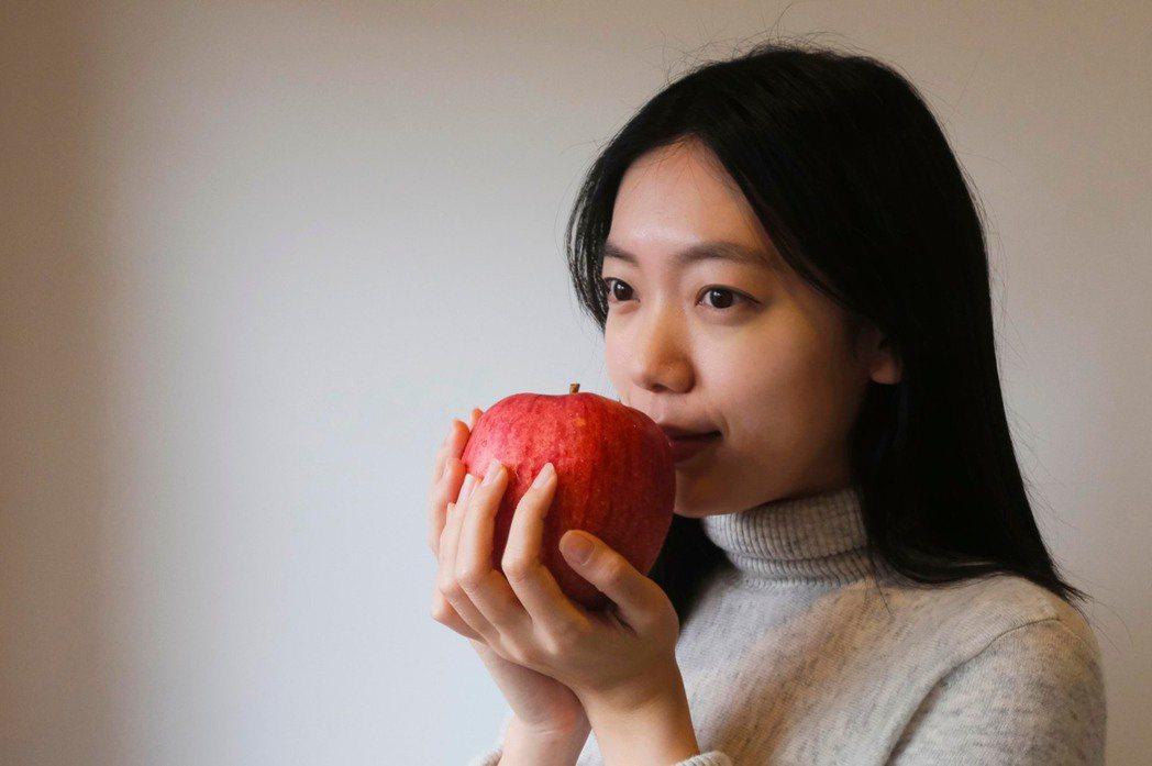 擁有飽滿色澤、爽脆多汁的青森縣的蜜富士蘋果,贈禮更顯大氣。STARFiSH/提供