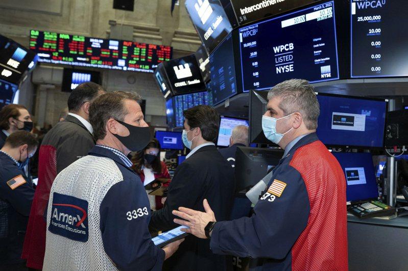 投資人指出,今天10年期公債殖利率略為下跌,這減輕了估值壓力,因此科技股表現良好。美聯社