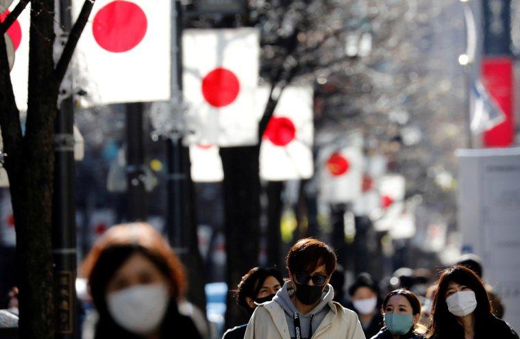 日本防疫專家10日警告變種病毒遲早將成為主流。路透