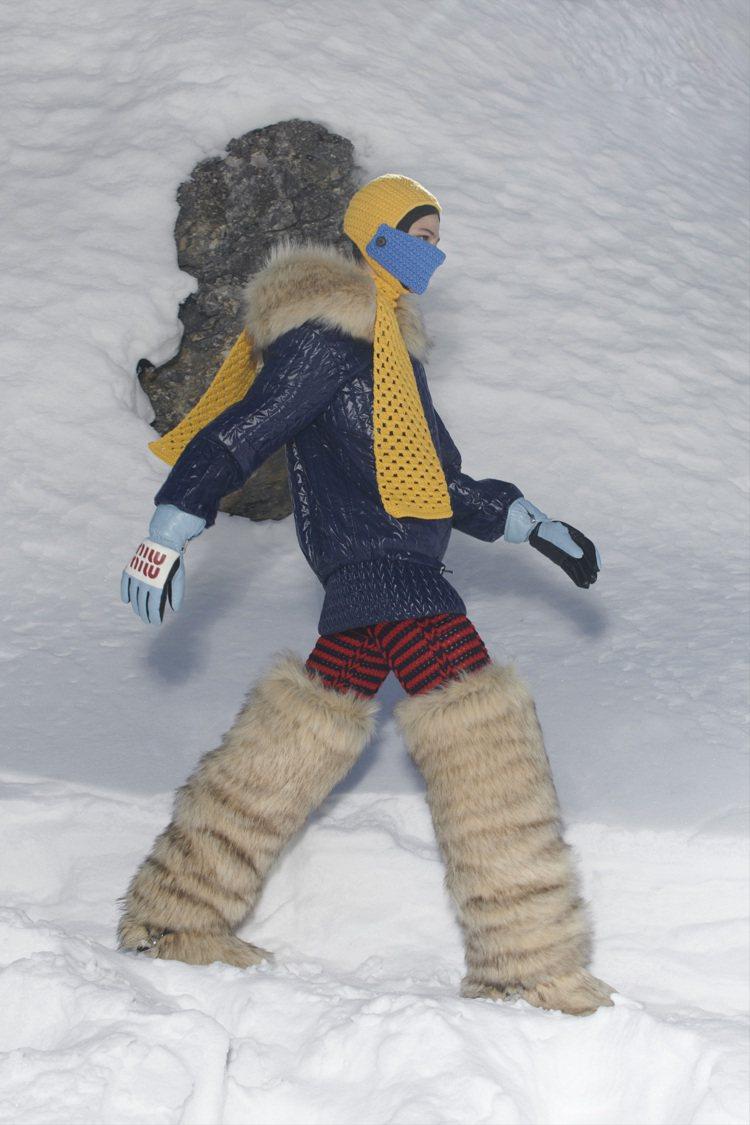 滑雪頭盔和面罩以針織製成。圖/Miu Miu提供