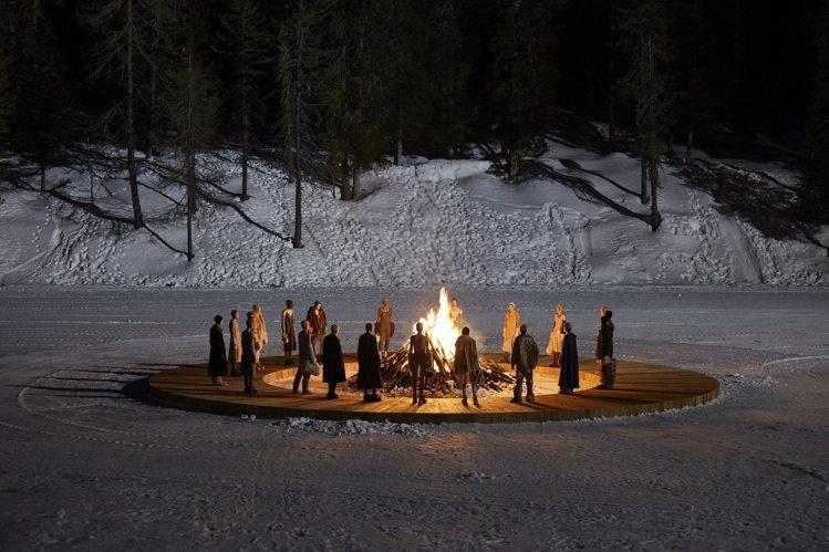 Miu Miu在北義多洛米蒂山脈之心的科爾蒂納丹佩佐發表2021秋冬系列。圖/M...