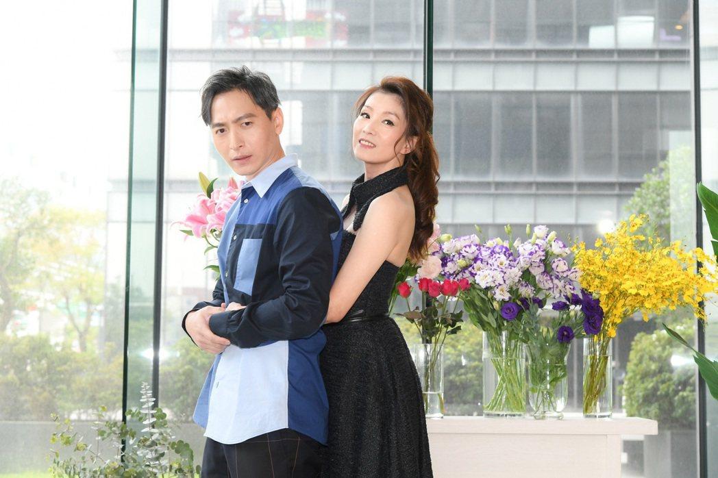 葉全真(右)和許懷民首度接拍偶像劇「戀愛是科學」。圖/三立提供
