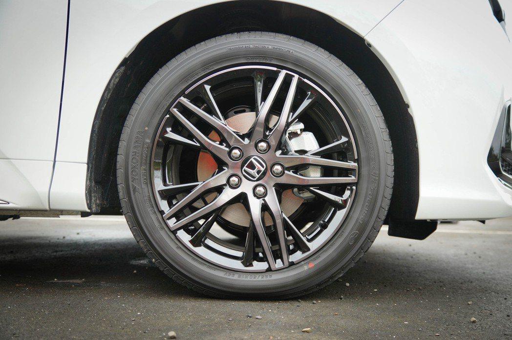 高階車型搭載18吋Dark Spark輪圈。 記者趙駿宏/攝影