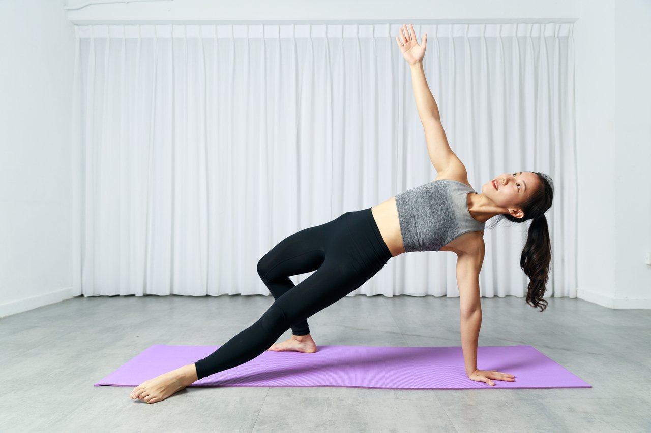 珍珍老師教你在家徒手訓練上半身核心,讓你肩胛骨穩定、增強核心和手臂的肌力